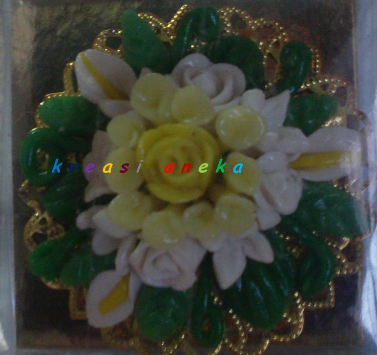 Brooch corn was made from corn flour, rice flour, cassave flour, glue, water colour and natrium benzoat  http://kreasianeka@wordpress.com