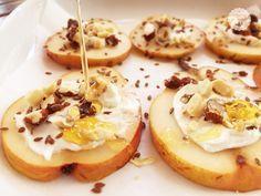 Le pere al forno con frutta secca e miele sono un delizioso e goloso dessert che si realizza con pochi ingredienti ed in poco tempo.