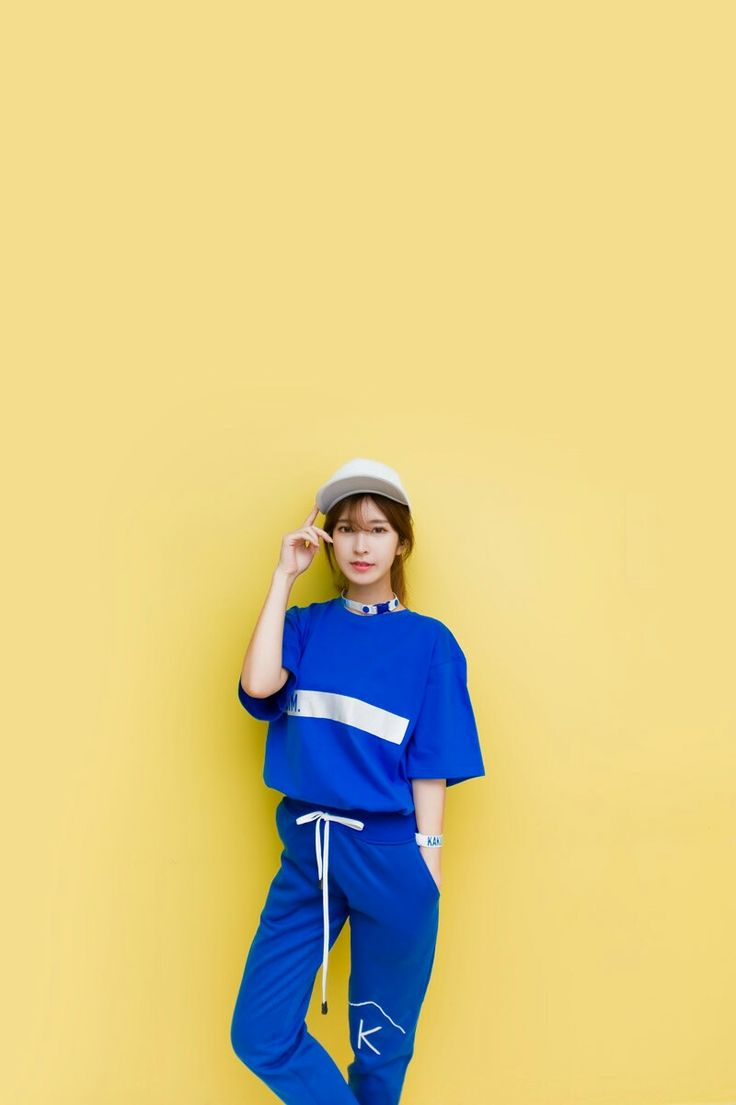 This Kakuu Mim color tee blue is a classic everyday essential from the luxury label's collaboration with casual wear Korean brand Kakuu Basic.  People also liked Kakuu Mim color tee blue flawlessly manufactured in the South Korea, this spring-ready piece is a contemporary re-style of a 50s boxy silhouette and has been crafted from cotton with a ribbed crew neckline & short sleeves.  kakuubasic.com