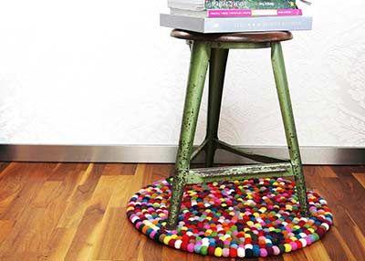 Für uns ist es egal, welche Größe Sie haben möchten! Wir können sogar super kleine Alisha Teppiche machen.  Die Herstellungszeit beträgt nur 2 Wochen und Sie können ein Stück Nepal zu Hause haben.  Kaufen Sie es jetzt: http://www.sukhi.de/rund-alisha-filzkugelteppiche.html: