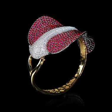 Mousson Atelier, collection Eden - Ocean, bracelet, Yellow gold 750, Rubies 39,97 ct., Diamonds 8,54 ct.