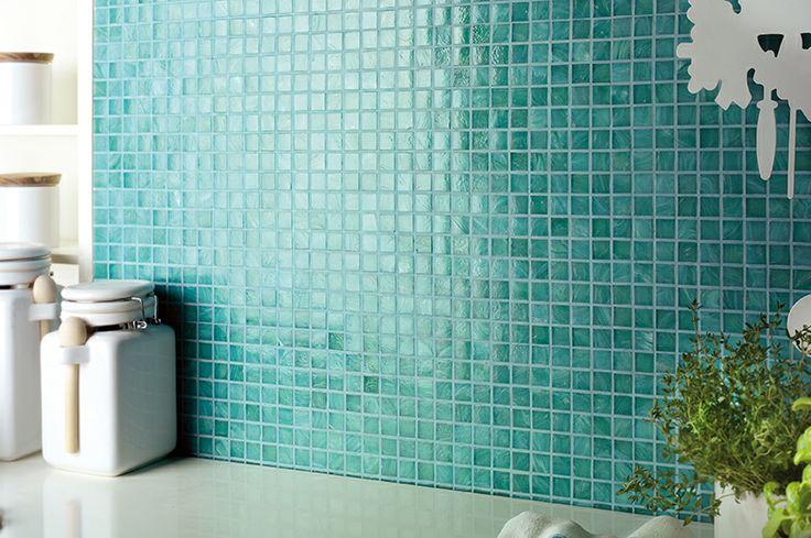 Rivestimento bagno realizzato utilizzando il mosaico ceramico in pasta di vetro della nostra collezione  Ghiaccio verde #ceramic #mosaic #tiles #oilgreen #green