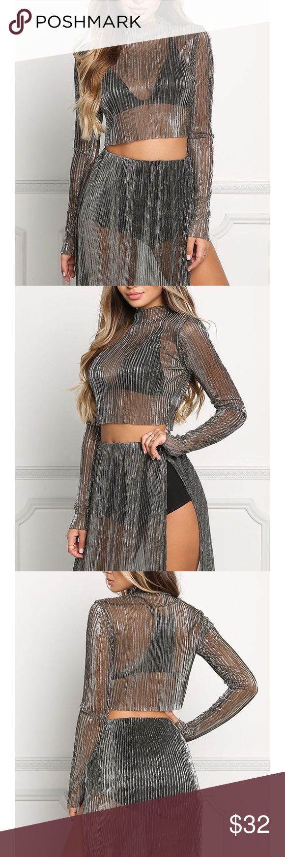Sheer Metallic gold and silver crop top Size Suze large but also fits a medium Tops Crop Tops