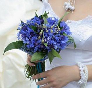 blue and white wildflower arrangements   ... www.wedding-flowers-and-reception-ideas.com/blue-bridal-bouquet.html