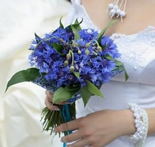 blue and white wildflower arrangements | ... www.wedding-flowers-and-reception-ideas.com/blue-bridal-bouquet.html