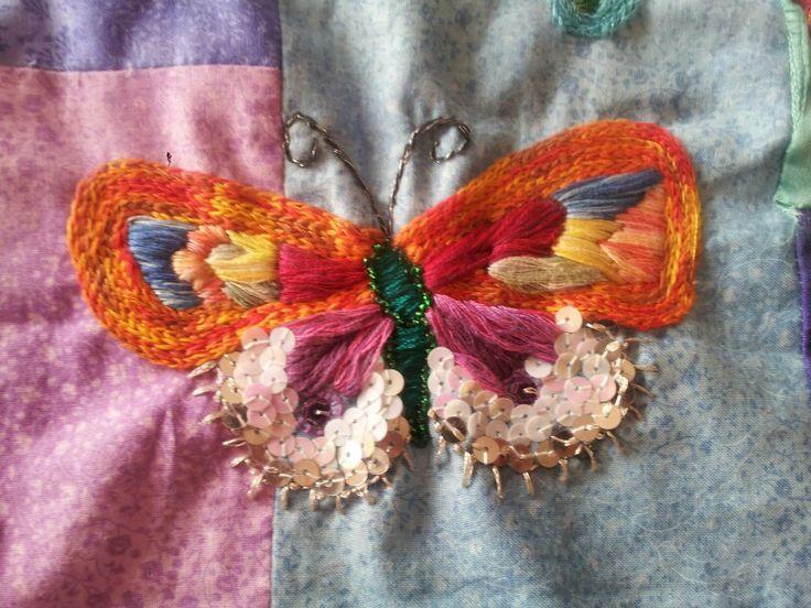 Mariposa bordada a mano
