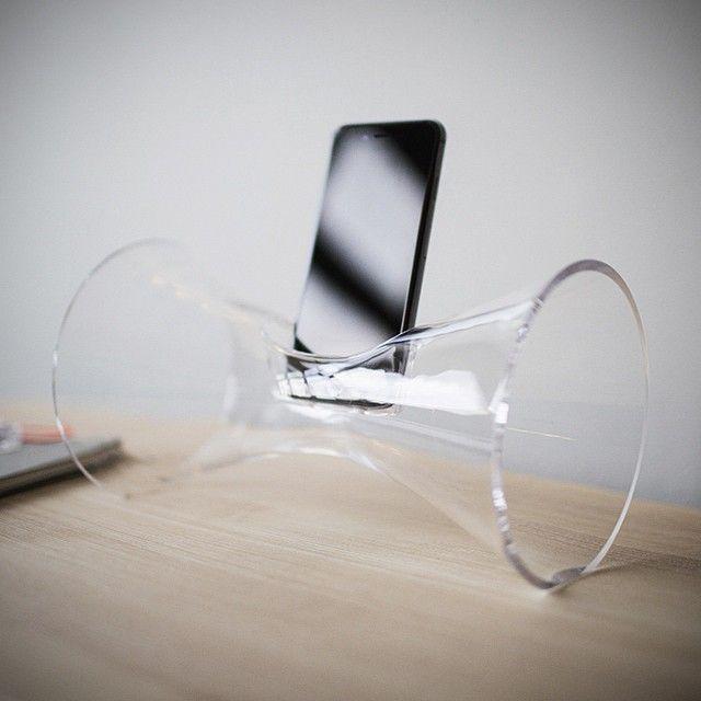Vi er vilde med vores nye lydforstærker af mundblæst glas #prisvinder #godlyd #Urania #design #Holmegaard