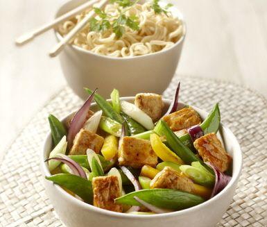 Recept: Nudlar med soja och wokade grönsaker