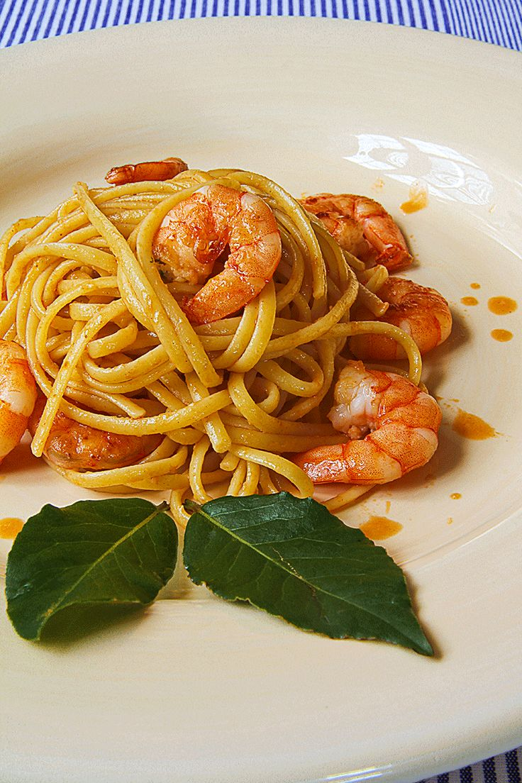 """SHRIMP LINGUINE with """"summer"""" cognac bisque - Next we have a common passion that ties Italy with the United States: shrimp! Big or small, we love them too, and like to cook and eat them in every way. My mind goes back in time and I become nostalgic…along the Tuscan seashore, grilled shrimp and a glass of Pinot Grigio…too bad both summer and Italy, for now, are far away…sigh!  - healthy, pasta, recipe, diner, sauce"""