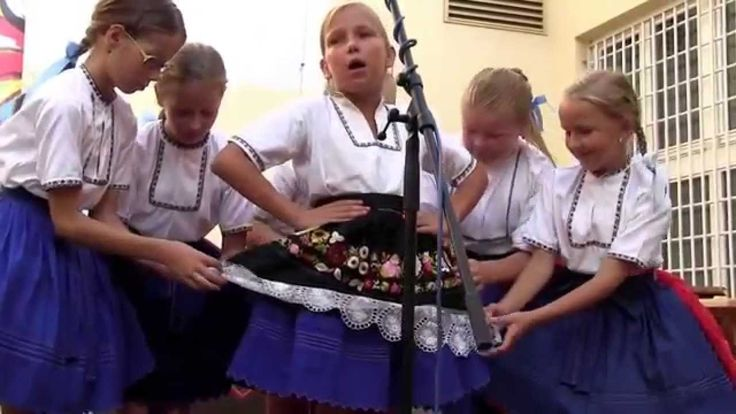 SLOVÁCKÝ ROK 2015 - 30. reportáž: Šikovná skoronská Děcka mají u folklor...