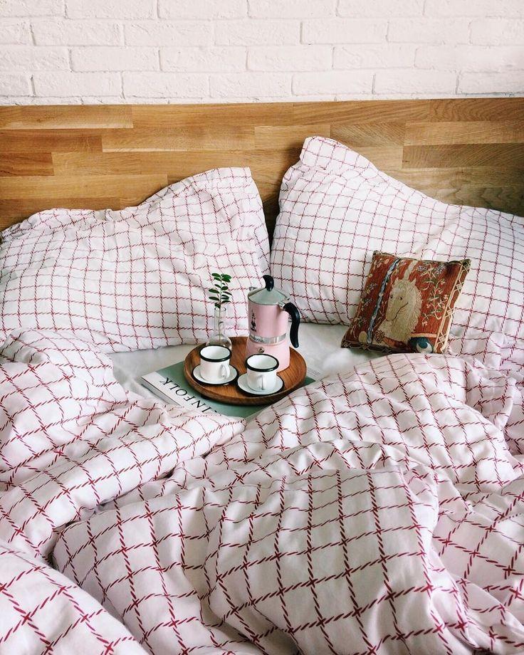 Всем кофе в постель!☕️  Главное — не пролейте (привет, @elizaveta_alikina ).  .  В понедельник 10 июля у @yulia_mukhacheva  стартует РОЗЫГРЫШ без репостов, где можно будет выиграть мой замечательный мини-поднос из массива дуба. Легкий и прочный — надежный держатель вашего утреннего кофе ☕️   .  #массивдуба #поднос #блюдоручнойработы #кофе #завтрак #завтраквпостель #розыгрыш #конкурс #розыгрышспб #гивэвэй #гив #giveaway #giveawayrussia #дерево #деревовинтерьере #breakfast #breakfasttime