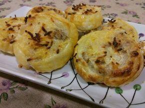 Los saladitos de queso con nueces son un delicioso aperitivo, apto para vegetarianos. Se puede llevar a cualquier parte y si le añades miel tienes un postre