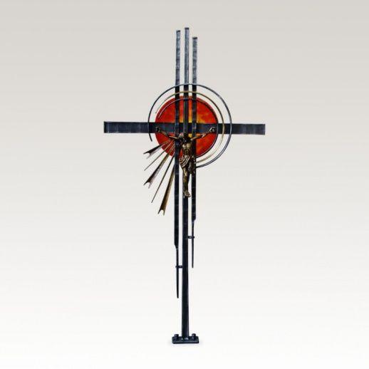 Schmiedeeisen Grabkreuz »Gasparo« mit Jesus • Hochwertige Schmiedekunst & Handarbeit • Jetzt versandkostenfrei kaufen bei ▷ Serafinum.de