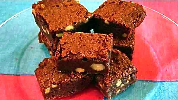 Gooey Brownies http://vanillaqueen.com/gooey-brownies/