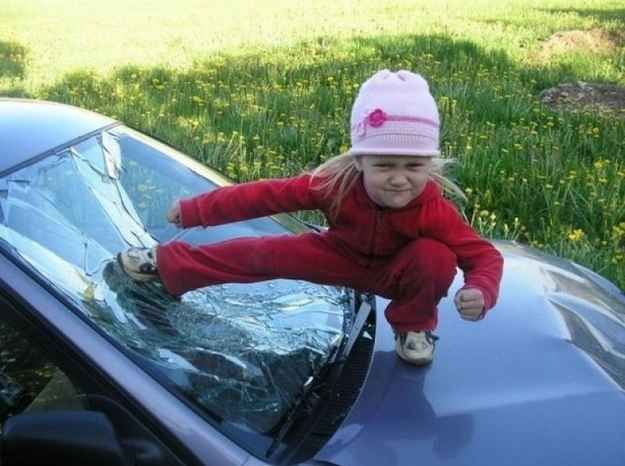 This parent who turned a broken windshield into an awesome photo op: | 24 People Who Made The Best Of A Bad Situation