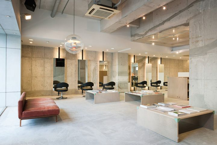 Japanese design collective SIDES CORE has developed a renovation plan to reconfigure an existing hair studio. The 'Vinyl's Mix hair salon' t...
