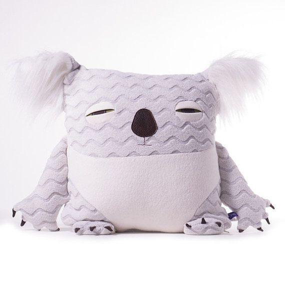 Koala decorative pillow di velvetmoustache su Etsy