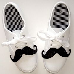 Shoestaches - Moustaches for your Shoes Tutorial! holy canoli i know what I'm doing tomorrow!