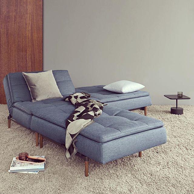 Sovesofa fra Innovation i farven 'Soft Indigo'. Med chaiselongen er der ekstra god plads! Den perfekte slumresofa ☕️ #danskdesign #afslapning #bedrenaetter #bedredage