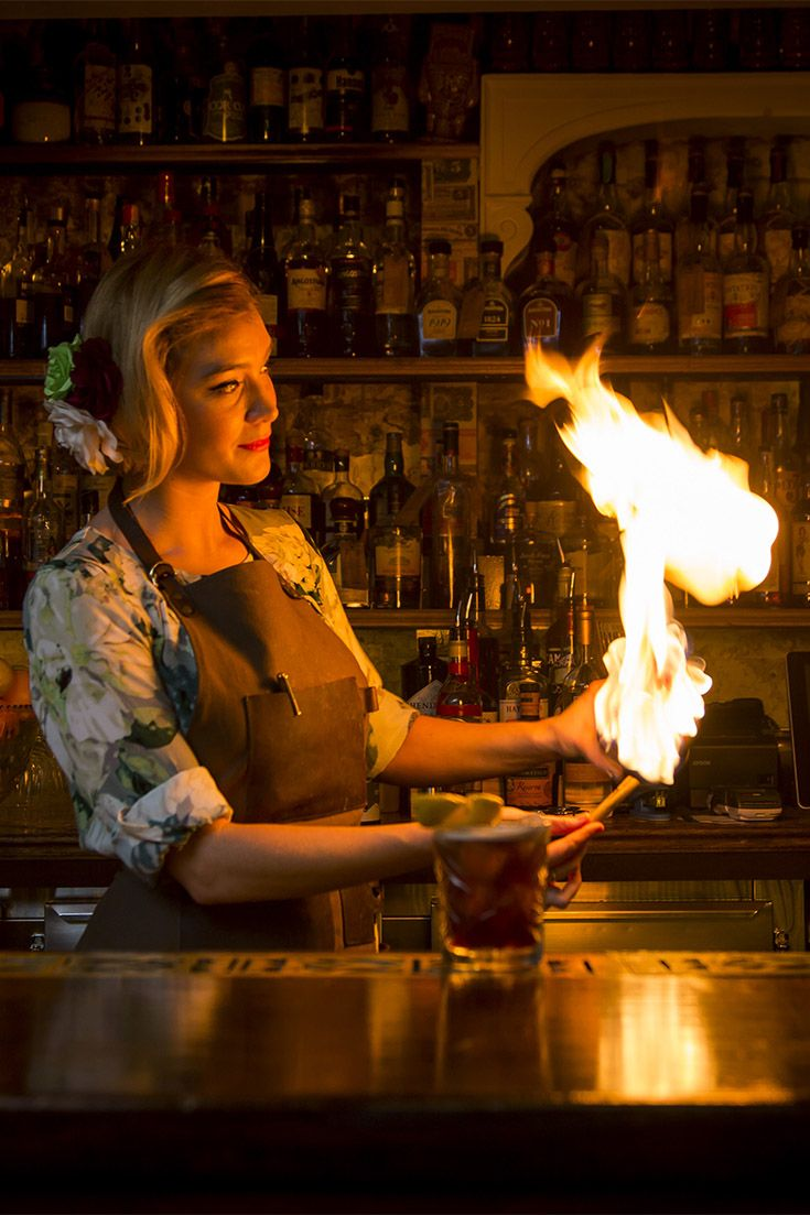 Cocktails with fire at Lobo Plantation