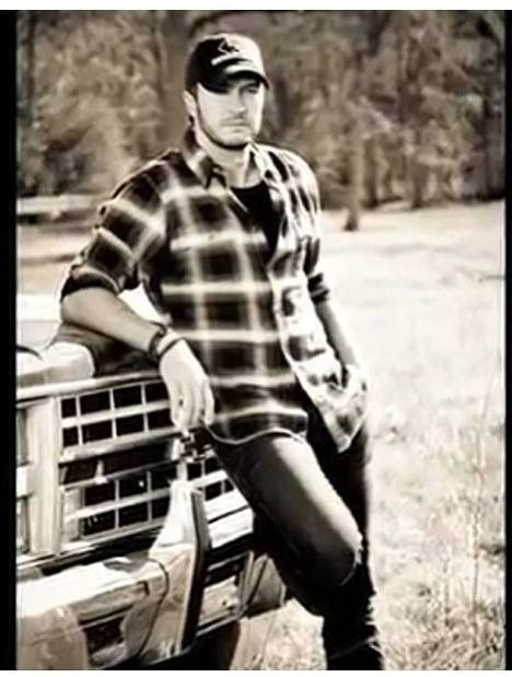 Helloooo Luke Bryan I can't get enough of these hot country boys!