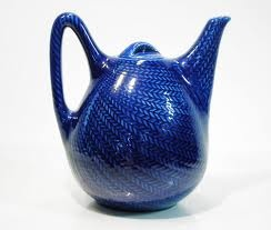 This tea pot in the Blå Eld series by Hertha Bengtsson at Rörstrand is probably the most beautiful there is.