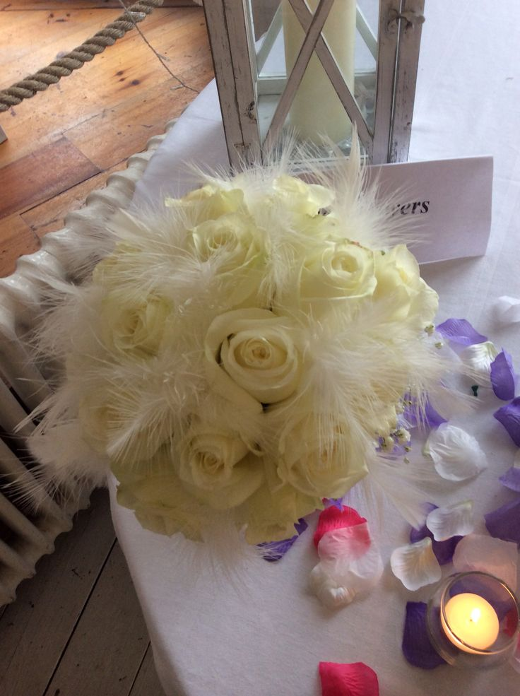 Avalanche roses with white feathers