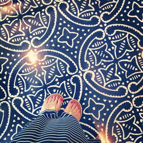 Stenciled, painted concrete floor. {So would have done this to our floors in the jungle, if I'd seen this before}