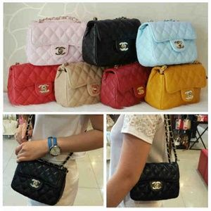 Chanel mini super sz.18x8x14 bahan kulit. IDR 210K. Colors: Pink, Black, Blue, Red, Apricot, Maroon, Brown cp Risa - 089608608277