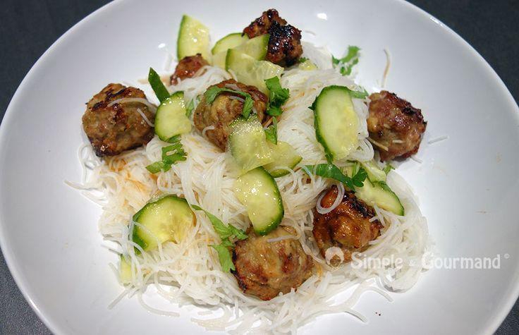 Les boulettes de poulet à la vietnamienne sont savoureuses et moelleuses. Le…