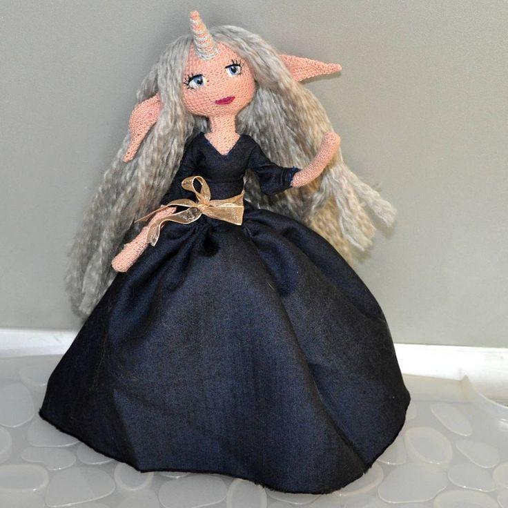 Мой любимый мультфильм - последний единорог - подтолкнул меня к воплощению этой девочки. Именно той, экспериментальной и необычной #weamiguru #amigurumi #faurikdolls #crochetdoll #handmade #crochet #amigurumidoll #вязанаякукла #hobby #рукоделие #амигуруми