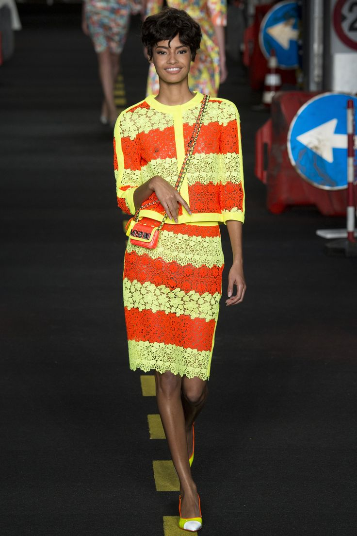 Moschino Spring 2016 Ready-to-Wear Fashion Show - Lexi Boling: