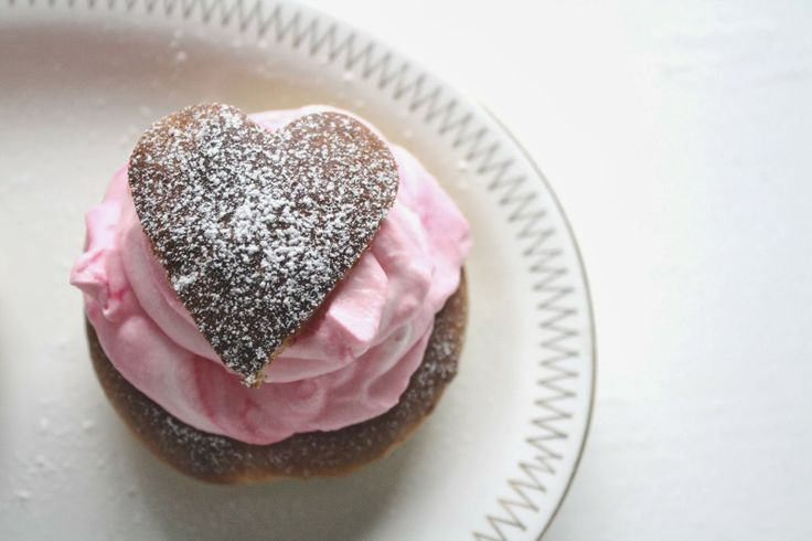 A swedish cream puff, made for Valentines day / Alla hjärtans dag-semla