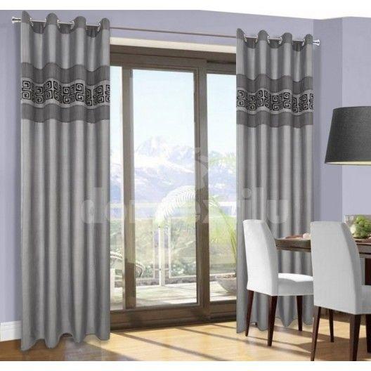 Záves na okno sivej farby s čiernym motívom