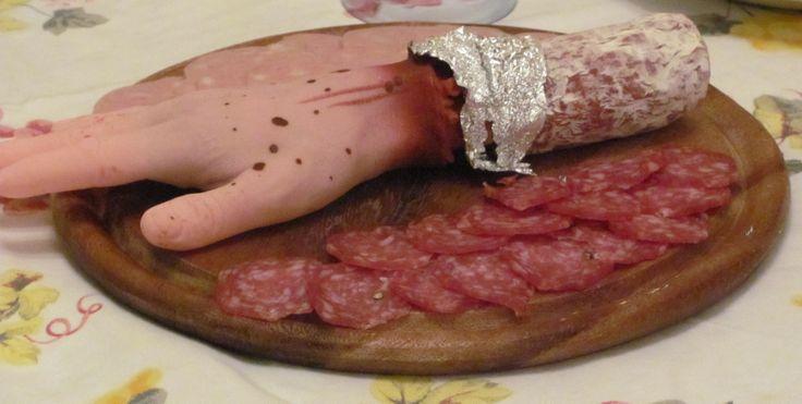 Halloween party - Halloween sausage - Affettato di salame per la festa di Halloween... Bleah ;)