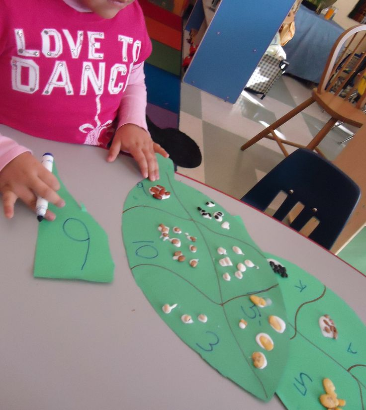 """Preschool--Inspired by the story """"Jack and The Beanstalk""""---Provide students with various beans & a large green leaf that they can cut out, then you can have them sort, count, glue and make predictions...Great Math & Fine Motor Skills"""