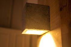 Eine Wandlampe aus Beton selber bauen? Nachdem der erste Versuch nicht so doll war hat es diesmal besser geklappt.