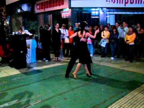 "Tango ""Por una cabeza"". Absolutely jaw-dropping performance from two unknowns on the streets of Buenos Aires!"