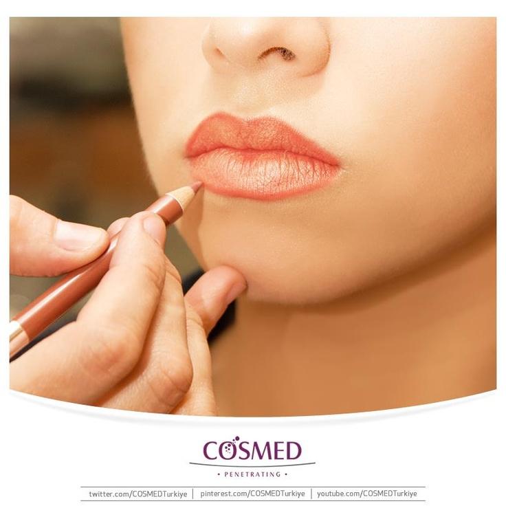 Muhteşem dudakların en iyi dostu dudak kalemleri! Dudak kalemleri sayesinde, dolgun ve canlı bir görünüme kavuşan dudaklarınız ön plana çıkarken, rujunuzun kalıcılığı da artacak!