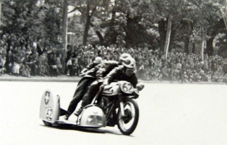 Carrera de motos en el Parque del Retiro. Madrid, 1966 - Portal Fuenterrebollo