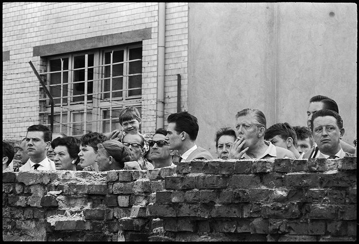 East Berliners watch construction of the Berlin Wall, Germany, August 1961 © Don McCullin / Contact Press Images / LUZphoto