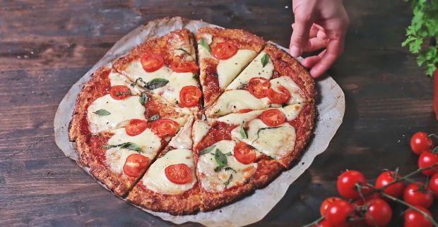 Karfiolból készült pizza