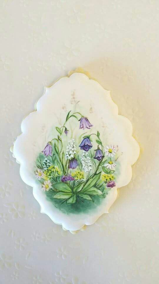 Handpainted spring flowers decorated cookies. Cookie art. galletas