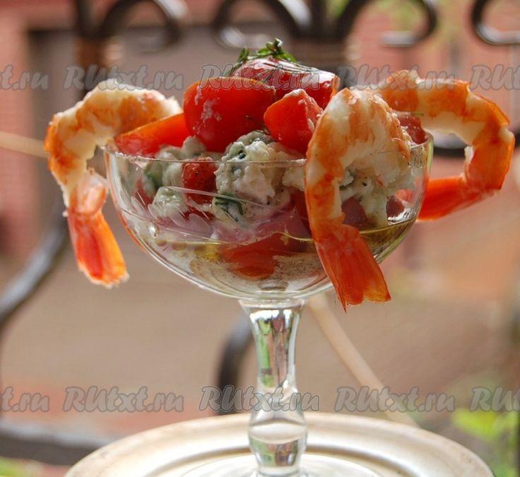 Салат с креветками, свежим помидором и китайской капустой