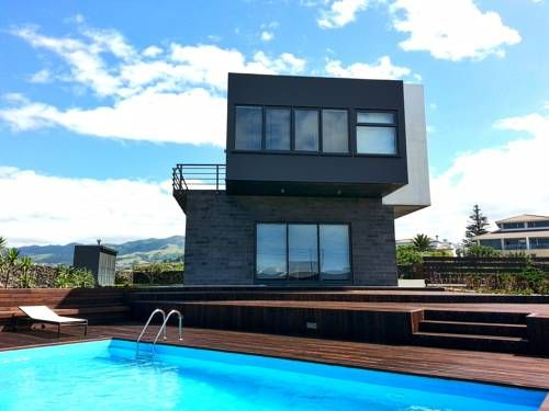 Azores Dream House Rabo de Peixe Azores Dream House offers accommodation in Rabo de Peixe. Free private parking is available on site.  All rooms have a flat-screen TV and DVD player. You will find a coffee machine and a kettle in the room.