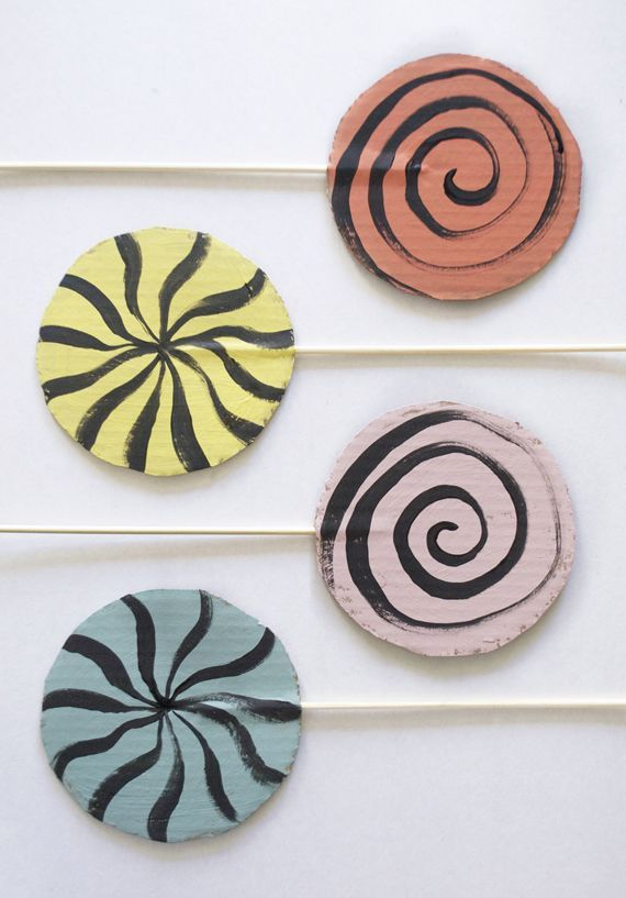 DIY: Make a Set of Play Lollipops Out of Cardboard!