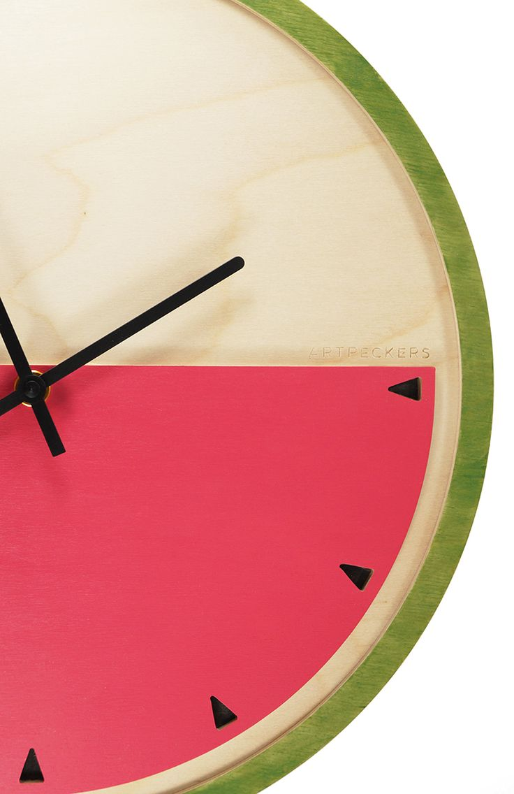It's watermelon time! // a clock for those who love summer. It is made of three pieces of birch plywood assembled in a way that emphasizes the inside part of the fruit with its peel. It comes to remind you all those moments that you felt refreshed by eating a slice of watermelon.