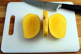 How to cut a mangoLike A Boss, Cut Mango, Know Food, Healthy Eating, Eat Real Foods, Mango Y, Baby Foods, Peel Mango, Eating Mango