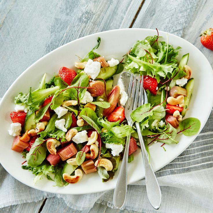 Raikas kesäsalaatti maistuu grilliruoan kanssa. Makeat mansikat, kirpeä raparperi ja suolainen fetajuusto... http://www.k-ruoka.fi/reseptit/kesasalaatti/?utm_source=nettisivu&utm_medium=Pinterest&utm_campaign=Pinterest_grill_100715 #salaatti #kruoka #kesäsalaatti