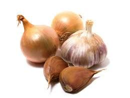 Onions, garlic and chives can cause gastrointestinal irritation and red blood cell damage. Cats have a higher risk of developing symptoms. #AnimalHospital #Veterinarian #Pets #KAH #FrederickMaryland #KingsbrookAnimalHospital #Vet #ToxicToPets #PoisonControl #PetSafety #Onions #Garlic